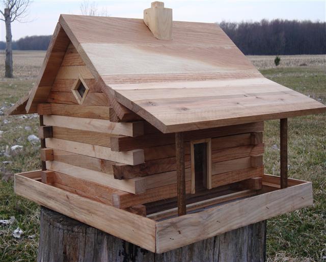Superbe Log Cabin Feeders